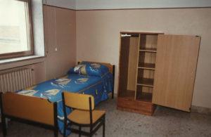 1987-Arrivano armadi e lettini nuovi