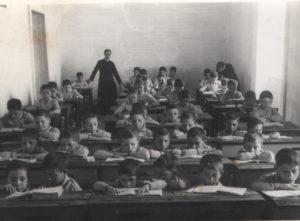 1948-Orfani a scuola