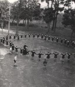 1952-Orfani durante la ricreazione